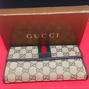 Gucci Wallet and Box with crossbody chain.